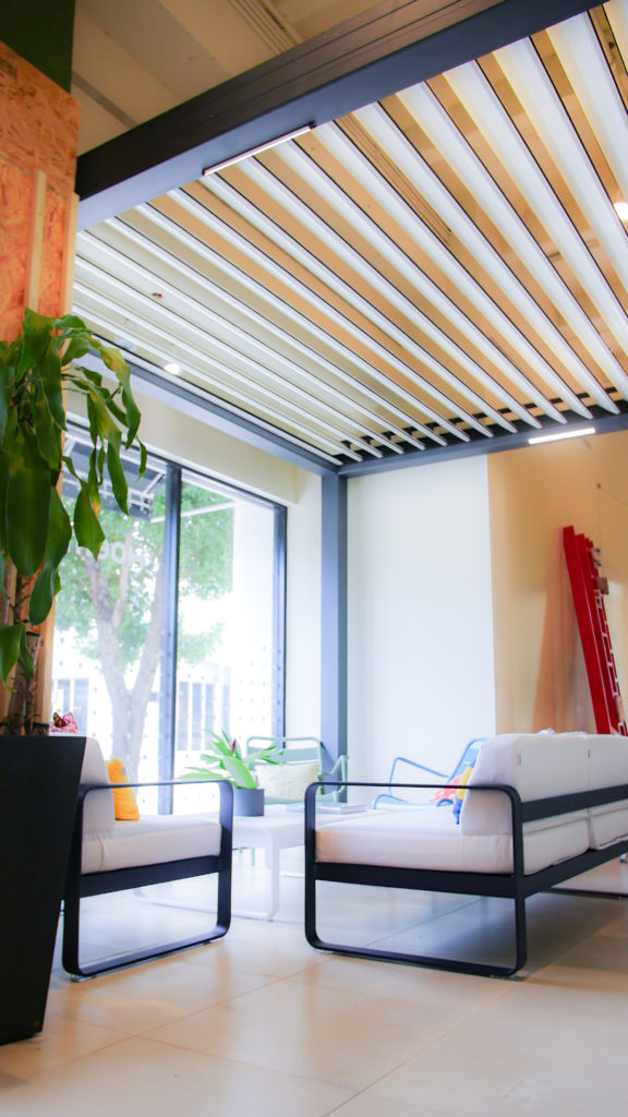 Pergola with louvered roof by Azenco