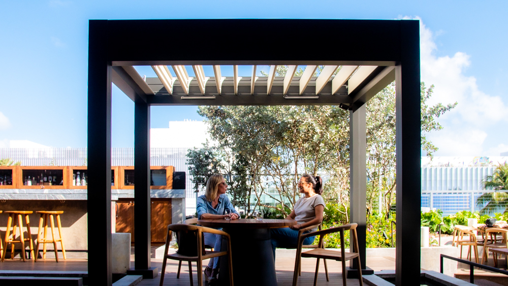 Louvered roof structure - intimate Island - restaurant